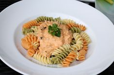 Thunfisch - Schmand - Pasta, ein leckeres Rezept aus der Kategorie Fisch. Bewertungen: 15. Durchschnitt: Ø 4,4.