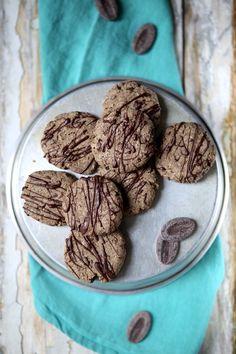 Des cookies au sarrasin et au chocolat noir pour un résultat gourmand à souhait ! Une recette originale de cookie sans gluten ! Biscuit Recipe, Cookies Et Biscuits, Fodmap, Gateaux Cake, Enjoy It, Biscotti, Gluten, Chocolate, Eat