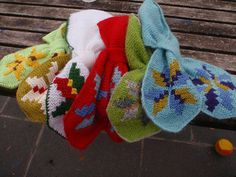 Vintage scarf with Icelandic roses free knitting pattern Free Knitting, Knitting Patterns, Vintage Christmas Stockings, Knit Stockings, Vintage Scarf, Something Beautiful, Knit Crochet, Creations, Roses