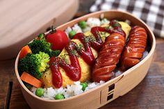 グリンピースごはん 合挽き肉とジャガイモのオムレツ フランクフルトソーセージ ブロッコリーとニンジンのボイル