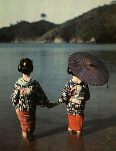 'Modestly attired women wade into the water to bathe' (original caption) , Japan, October Photograph by Kiyoshi Sakamoto, National Geographic We Are The World, People Of The World, Jackie Chan, Photos Du, Old Photos, Nice Photos, Beautiful Pictures, Albert Kahn, Hokusai