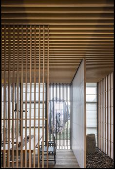 Image 15 of 17 from gallery of Riverside Teahouse / Lin Kaixin Design Co. Photograph by Wu Yongchang Chinese Interior, Asian Interior, Japanese Interior, Cafe Interior, Interior Design, Timber Architecture, Japanese Architecture, Architecture Details, Japanese Modern