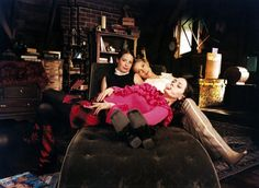 Charmed - Holli Marie, Alyssa, Rose hanging on set
