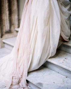 Image uploaded by 𝓈𝒶𝓂𝒶𝓃𝓉𝒽𝒶 𝓈𝑒𝓇𝑒𝓃𝒶 ✰. Find images and videos about elegant and feminine on We Heart It - the app to get lost in what you love. Cleopatra Beauty Secrets, French Beauty Secrets, Beauty Tips, Bridal Sash, Bridal Gowns, Bridal Shoot, Wedding Dresses, Pastel Pink Weddings, Yves Saint Laurent