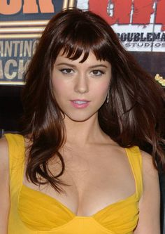 yellow dress MY ASS...THAT'S YUMMY PANTIES WRAPPED IN YELLOW... Yummy Panties MARY ELIZABETH WINSTEAD.