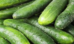 Cucumber can eliminate toxins, improve hair and skin and hydrate the body. Of course, cucumber health benefits list doesn't stop there. Cucumber Uses, Cucumber Juice, Foods For Healthy Skin, Healthy Women, Healthy Recipes, Healthy Food, Eating Healthy, Healthy Weight, Salads