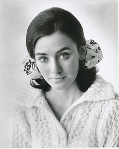 Peggy Fleming - former GS Peggy Fleming, Dramatic Classic, Magazine Images, Skate Wear, Figure Skating Dresses, Women Figure, Great Women, Event Photos, Winter Olympics