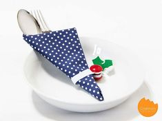 DIY Tutorial: Easy Elastic Napkin Ring for Christmas Interior Styling, Interior Decorating, Extra Holidays, Cloth Napkins, Diy Tutorial, Napkin Rings, Easy Diy, Fancy, Make It Yourself