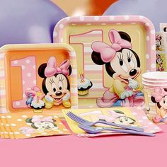 Celebrate your baby girl's first birthday with help from Minnie! This partyware theme features plates, napkins, cups, cards and more! Your little mouse will love sharing her birthday with Minnie! From Hallmark Cards. Minnie Mouse First Birthday, Minnie Mouse Theme, Baby Mickey, Baby 1st Birthday, First Birthday Parties, First Birthdays, 1st Birthday Party Supplies, Birthday Ideas, Bow