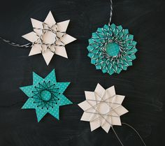 by Blikfang: DIY: String art stars / Free printable templates Karácsonyfa dísz Crafts For Kids, Arts And Crafts, Paper Crafts, Diy Crafts, Holiday Crafts, Christmas Crafts, Christmas Ornaments, Frugal Christmas, Christmas Tree