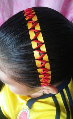 ENCINTADO ROLLITOS.....UNO DE MIS CREACIONES. Girl Hairstyles, Braided Hairstyles, Long Hair Designs, Mademoiselle, Clips, Hair Dos, Hair Band, Hair And Nails, Braids