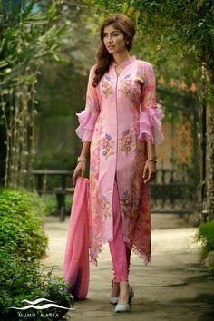 Rayon fabric kurta wid embroidery work Rayon paint Malmal duptta Size m l xl xxl Sleevs wid double frill *Price inbox for enquires Bookurs Salwar Designs, Kurta Designs Women, Blouse Designs, Indian Attire, Indian Outfits, Indian Dresses, Kamiz Design, Kurti Sleeves Design, Designs For Dresses