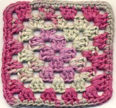 Virkkaa isoäidinneliöitä ja muita suorakulmioita! - Punomo - käsityö verkossaPunomo - käsityö verkossa Raspberry, Blanket, Sewing, Diy, Crocheting, Climbing Roses, Crochet, Dressmaking, Couture