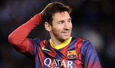 Este jugador de fútbol es Messi. El es muy atlético. El jugar fútbol muchos días.