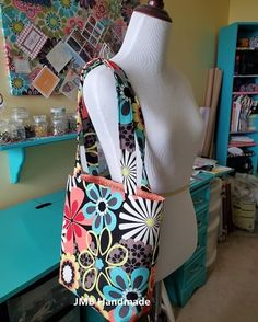 How to Make a Simple Tote Bag - JMB Handmade Easy Tote Bag Pattern Free, Tote Pattern, Diy Bags Patterns, Handbag Patterns, Sewing Patterns, Patchwork Bags, Quilted Bag, Patchwork Patterns, Quilted Purse Patterns
