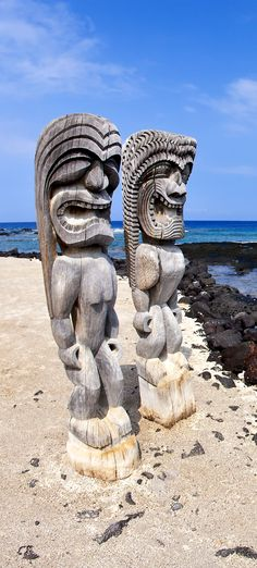 Wide Angle Tikis at Place of Refuge in Kona, Hawaii Kona Hawaii, Hawaii Life, Hawaiian Mythology, Places Around The World, Around The Worlds, Tiki Totem, Road Trip, Big Island Hawaii, Parcs