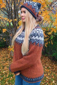 Tussa E-post :: 😍😍😍 Ble ikke denne genseren Mona Karin strikket KJEMPEFLOTT?? Monet, Winter Hats, Fashion, Moda, Fashion Styles, Fashion Illustrations