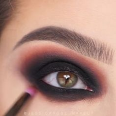 Looking for for ideas for your Halloween make-up? Browse around this site for cute Halloween makeup looks. Makeup Clown, Spider Makeup, Creepy Halloween Makeup, Scary Makeup, Fx Makeup, Ninja Makeup, Pirate Makeup, Zombie Makeup, Prom Makeup