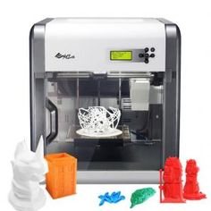 Una impresora 3D de última generación de sobremesa de la empresa XYZ Printing.