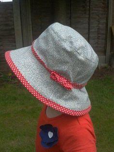 Toddler reversible bucket hat...free pattern #toddlersunhats