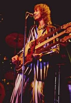 12-8-concert-photo-of-Chris-Squire-Yes-playing-at-Wembley-in-1977