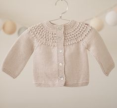 This Pin was discovered by L Knits - Where Hand Knitting Baby Knitting Patterns, Baby Cardigan Knitting Pattern Free, Knitted Baby Cardigan, Knitting For Kids, Baby Patterns, Hand Knitting, Baby Sweaters, Baby Outfits, Clothing Patterns