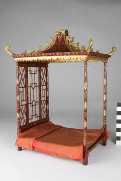418806_large.jpg 634×950 pixels (jt-'Pendle Hall' dolls house 1940's - this wonderful bed is from the Chinese Bedroom)