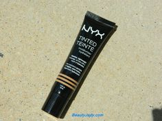 Even though the trend nowadays points to full coverage makeup foundation, there are still some of us who like to keep it less and that's why looking for the best tinted moisturizer is more than jus… Tinted Moisturizer Best, Coffee Bottle, Beauty Hacks, Lipstick, Pretty, How To Make, Coffee Cake, Beauty Tricks, Lipsticks