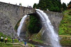 Tsūjun Bridge  /  観光名所の通潤橋は今も山間部の水田を潤す現役の用水路だ(熊本県山都町) https://en.wikipedia.org/wiki/Tsūjun_Bridge