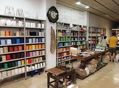 Cordería Farrés (Cordones de todos los colores al peso). Barcelona. Shopping In Barcelona, Quilt Material, Yarn Store, Shop Interiors, Best Sites, Visual Merchandising, Ideas Para, My Design, Bookcase