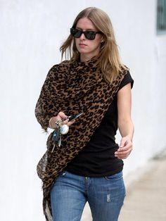 #nicky_hilton_leopard_#scarf_#celebs_love_#scarves_oomphelicious.wordpress.com_SCARVES AROUND OUR DIVAS NECKS…