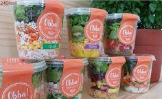 Dupla fatura R$ 1 milhão com venda de saladas por WhatsApp Salad Packaging, Food Packaging, Comidas Fitness, Fried Chips, Salads To Go, Snack Recipes, Healthy Recipes, Healthy Food, Lean Meals