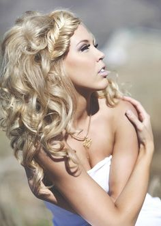 Love her curls as well as the fishtail braid to the side!!! Curls are lovely!!!