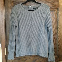 🎉SALE🎉 GRAY KNIT ZIPPER SWEATER Great Condition zipper back Kaisely Sweaters Crew & Scoop Necks