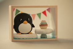 Penguin Gift Box,Shadow Box, handmade penguin, handmade home decor,handmade art dolls #birthday #giftideas #cute #animals #birthdaycake #deskdecor #claydoll #winter #ice #miniature #dollhouse #kikuikestudio #banner #お誕生日 #ペンギン #manchot #Pinguin #pingüino