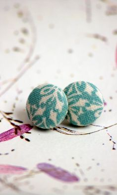 loving these fabric covered earings. I think i'll have to make some of these.