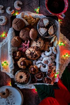 These are Antonias favorite cookies. a collection of austrian and american recipes. You will find our own recipes and the best from our favorite foodblogger #christmascookies #cookies #weihnachtskekse #kekse #bestchristmascookies #christmasrecipes Brunch Recipes, My Recipes, Easy Dinner Recipes, Sweet Recipes, Cookie Recipes, Easy Dinners, Drink Recipes, Dessert Recipes, Best Christmas Cookies