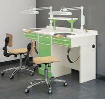 Puesto de trabajo para laboratorio dental con luz