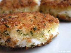 Be still my heart. I think I would eat these every day if I could. It's definitely my new favorite munchy type thing. These h'ors d'oeuvres are really easy to throw together on th… Crispy fried goat cheese is a tasty--and super simple--appetizer or snack. Fried Goat Cheese, Goat Cheese Salad, Chevre Cheese, Goat Cheese Pizza, Cheese Burger, Cheese Fries, Goat Cheese Recipes, Goat Cheese Appetizers, Vegetarian Recipes