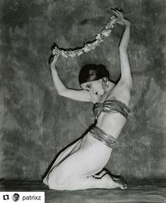 Nickolas Muray :: Martha Graham, 1925 / via madivinecomedie more [+] by this photographer / more [+] Martha Graham posts Max Beckmann, Martha Graham, Victor Hugo, Roaring Twenties, The Twenties, Nickolas Muray, Marianne, Modern Dance, Ballet Shoes
