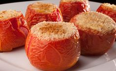 Tomate assado e recheado com cream cheese e cebola - Receitas - Receitas GNT