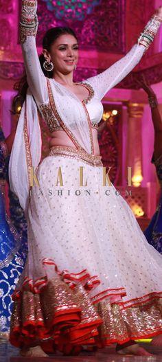 Lehenga Choli Online: Shop for exclusive collection of latest designer lehenga choli, ghagra, chaniya choli at best price. Bollywood Style, Indian Bollywood, Bollywood Fashion, Indian Bridal Fashion, Indian Bridal Wear, Pakistani Outfits, Indian Outfits, Gagra Choli, Anarkali