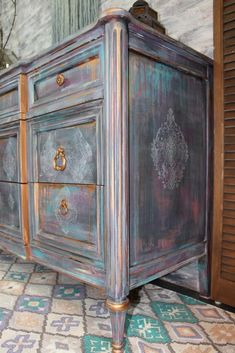 Boho/Moroccan Paint Finish - Hey There Delyla! Chalk Paint Furniture, Hand Painted Furniture, Distressed Furniture, Refurbished Furniture, Furniture Projects, Rustic Furniture, Furniture Makeover, Purple Furniture, Painted Beds