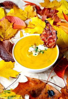 Roasted Pumpkin Soup with Maple-Candied Bacon. A warm comforting seasonal pumpkin soup served with some crispy maple-candied bacon slices! Spicy Pumpkin Soup, Creamy Mushroom Soup, Vegan Pumpkin, Gourmet Recipes, Soup Recipes, Healthy Recipes, Fall Recipes, Healthy Eats, Healthy Dinners