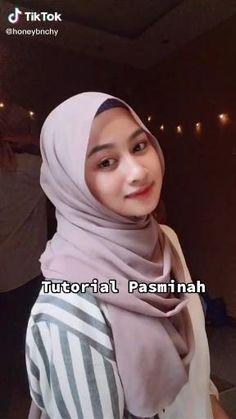 Pashmina Hijab Tutorial, Hijab Style Tutorial, Simple Hijab Tutorial, Modern Hijab Fashion, Hijab Fashion Inspiration, Muslim Fashion, Stylish Hijab, Casual Hijab Outfit, Mode Turban