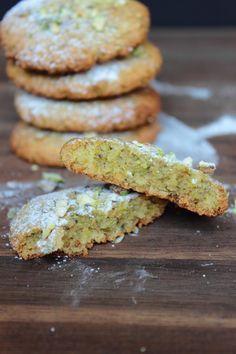 almond and pistachio cookie close up Pistachio Recipes, Almond Flour Recipes, Italian Pistachio Cookies Recipe, Pistachio Dessert, Biscuit Cookies, Biscuit Recipe, Gluten Free Cakes, Gluten Free Baking, Galletas Amaretti