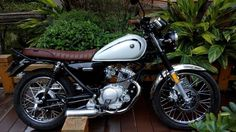 Yamaha Sr400, Old Motorcycles, Cafe Racer Bikes, Motorcycle Design, Scrambler, Custom Bikes, Classic, Vehicles, Bobbers
