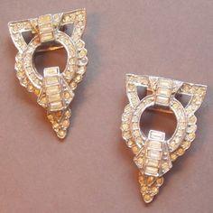#vintagejewellery #vintagecostumejewellery #vintagejewelry #vintagecostumejewelry #artdeco #artdecojewellery #decojewelry #dressclips Art Deco Dress clips