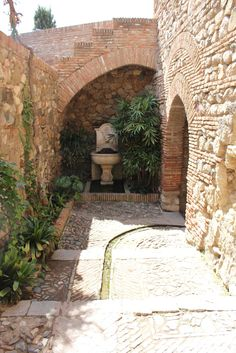 Need to get some water in the garden. I like this water channel in the Alcazaba in Málaga. Everybody in the house of love: Holiday inspiration