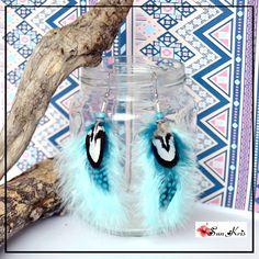 Boucles d'oreilles ethniques plumes et perles, bleu, blanc,noir, boho chic, indien, ethnique, boucles d'oreilles bohème, bijou : Boucles d'oreille par sunkris